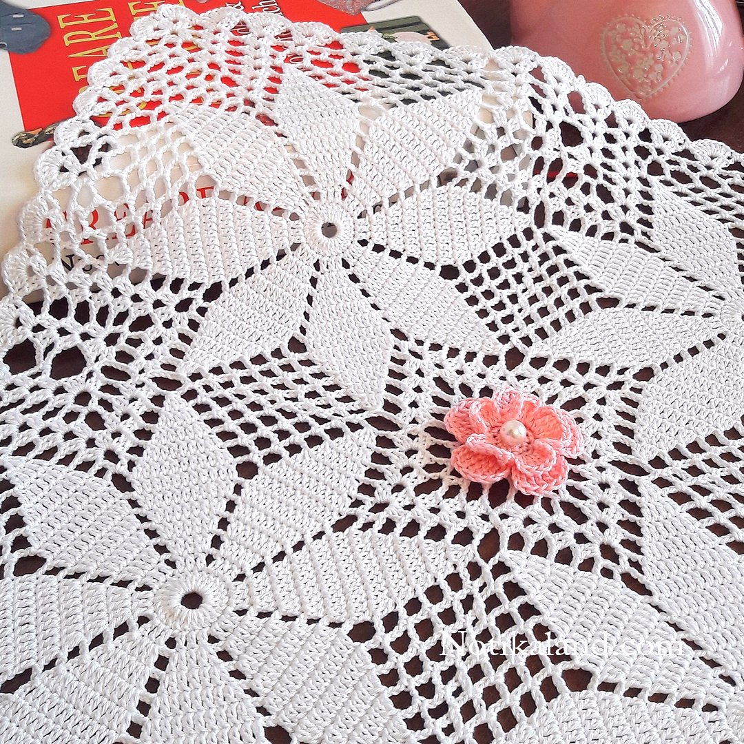 Crochet motif, pattern for holiday tablecloth