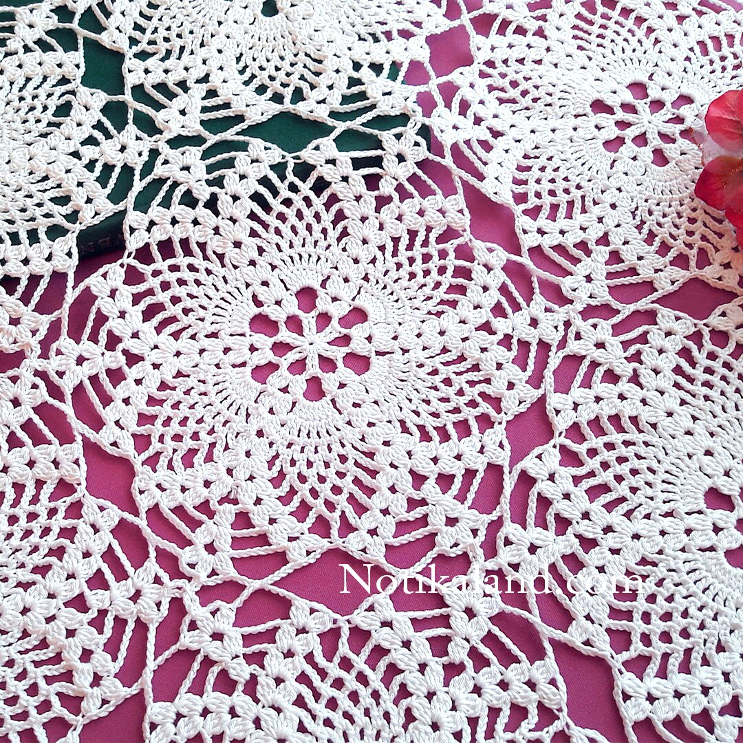 Crochet pattern for doily, tablecloth.