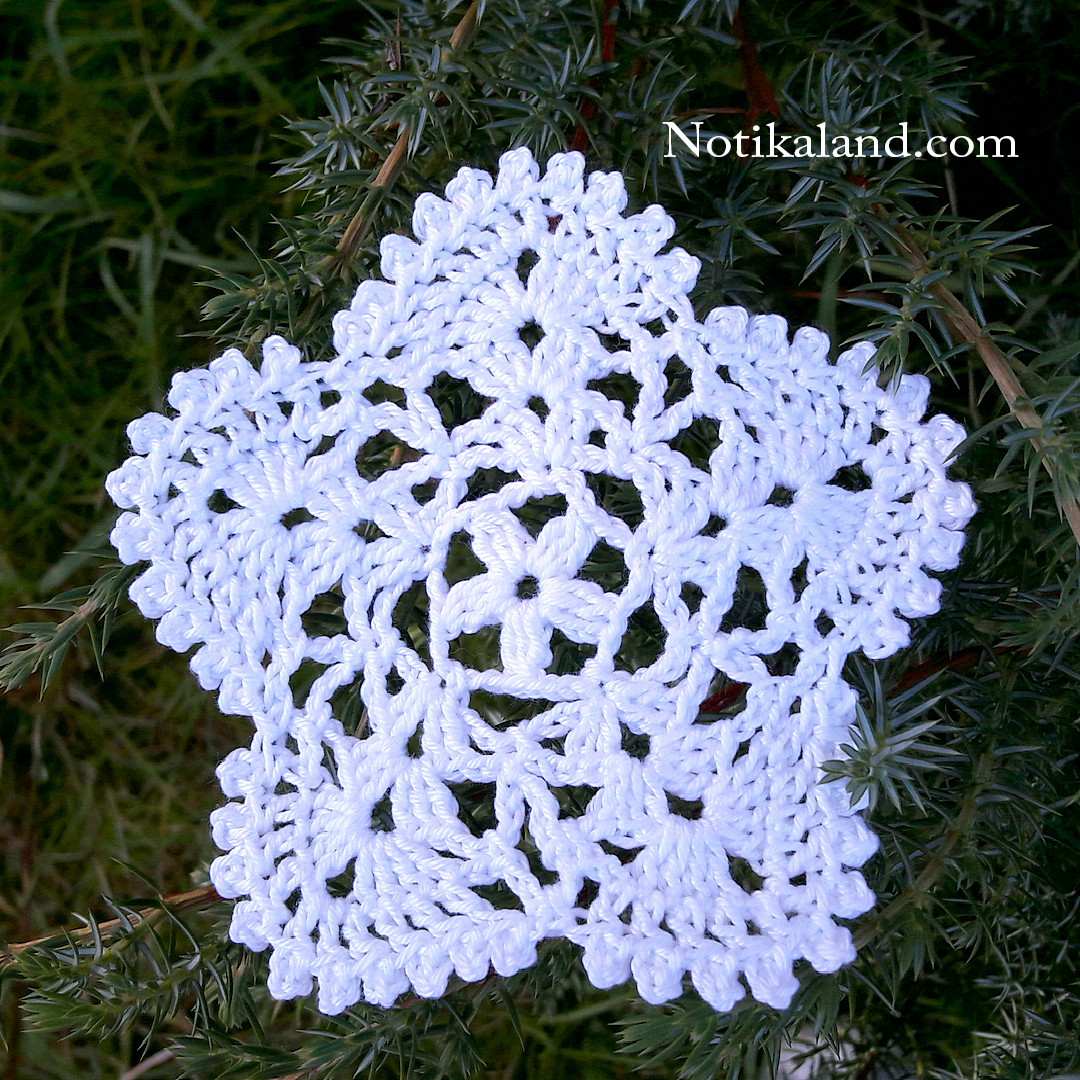 Crochet motif. Christmas decor.